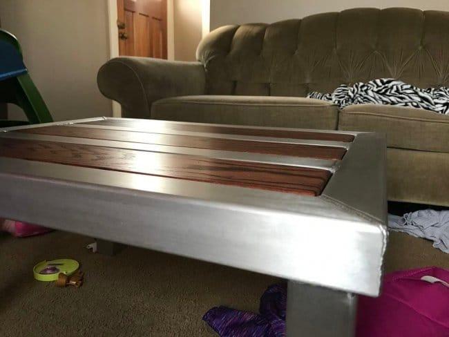 Журнальный столик с алюминиевым каркасом и дубовыми вставками своими руками.