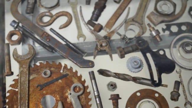 Стол механика из железяк и эпоксидной смолы