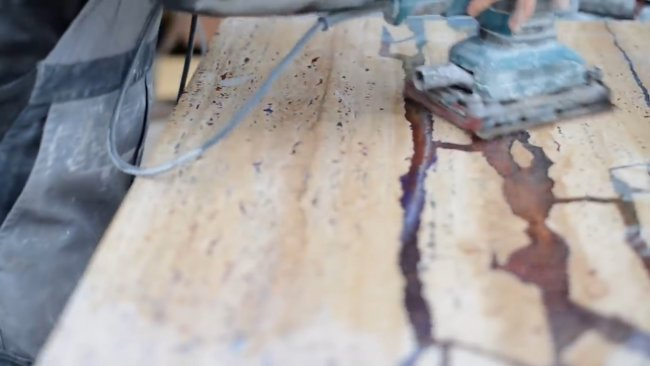 Интересный столик из эпоксидки и каменных слэбов