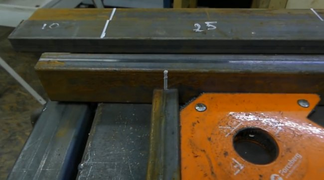 Крепкий разборный стол с регулировкой по высоте для строительных работ