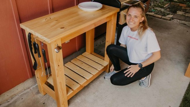 Деревянная подставка-столик к барбекю или мангалу