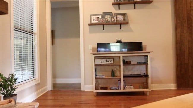 Телевизионная консоль с выдвижной ТВ-панелью