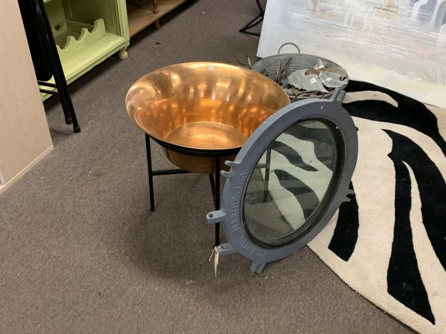 Журнальный столик из иллюминатора