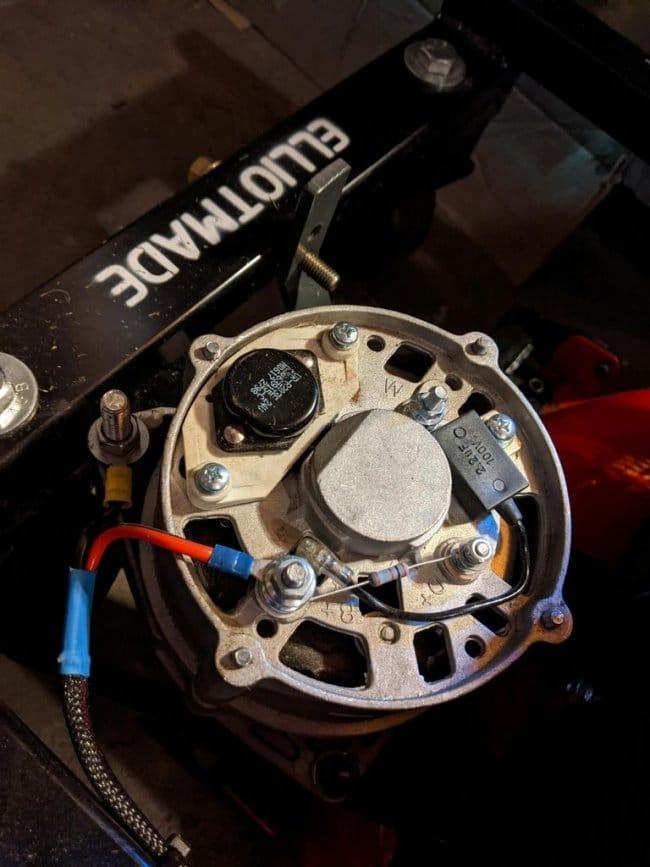 Газонокосилка на радиоуправлении