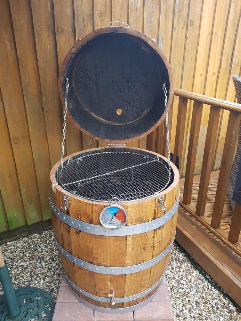 Коптильня горячего и холодного копчения из дубовой бочки