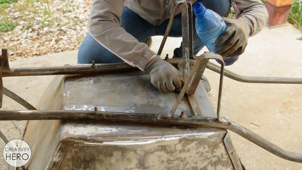 Превращаем старую садовую тележку в клумбу для цветов