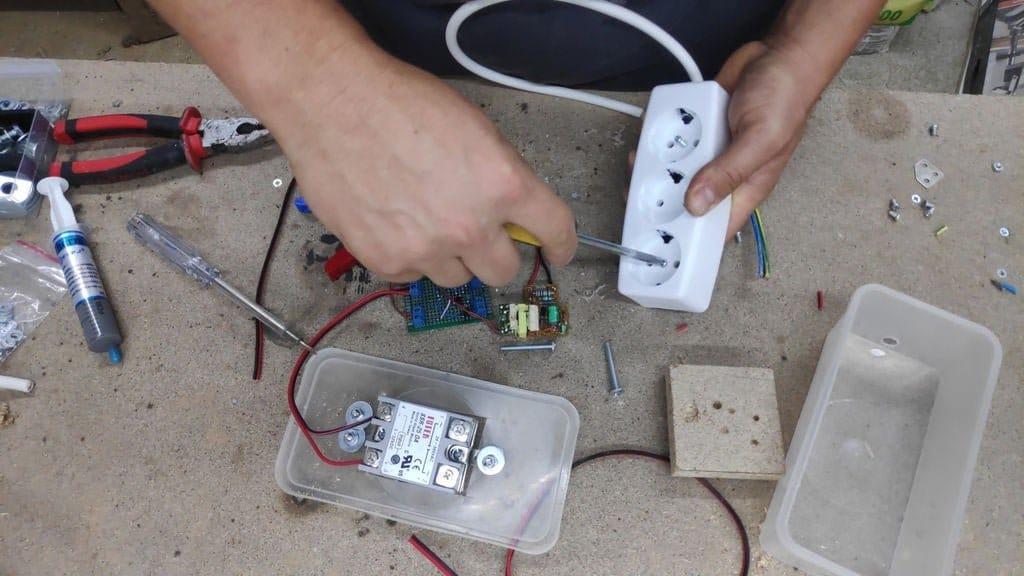 Безопасный включатель и быстрый выключатель для электроинструмента