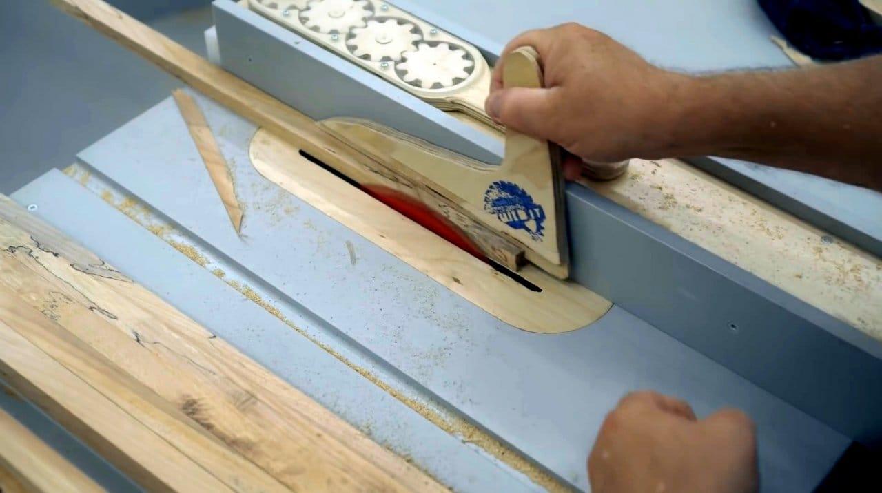 Деревянная ролетная дверца для полки своими руками