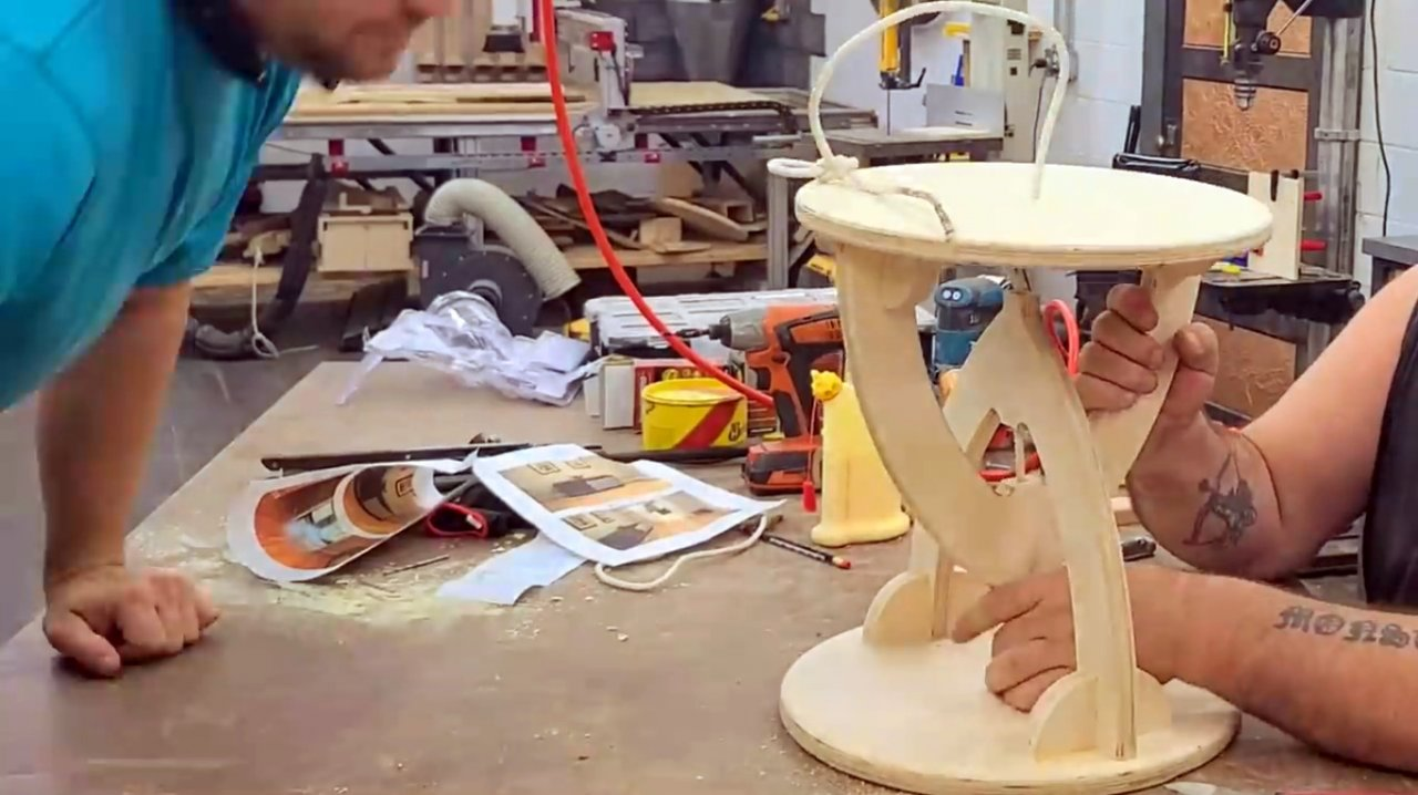 Два варианта стоек для стола или стула на принципе тенсегрити (tensegrity)