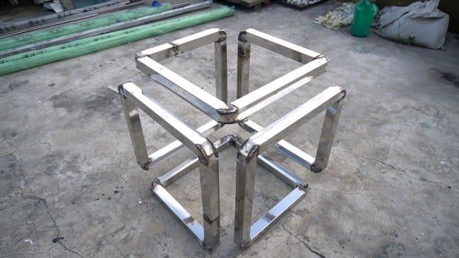 Стол необычной формы