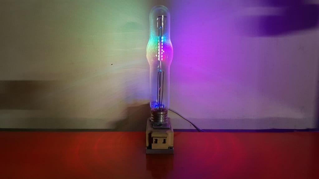 Двоичные светодиодные часы-светильник из газоразрядной лампы высокого давления
