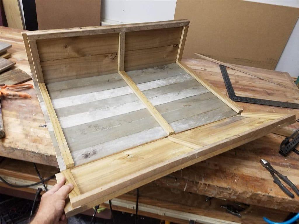 Уличный навесной шкафчик для инструмента