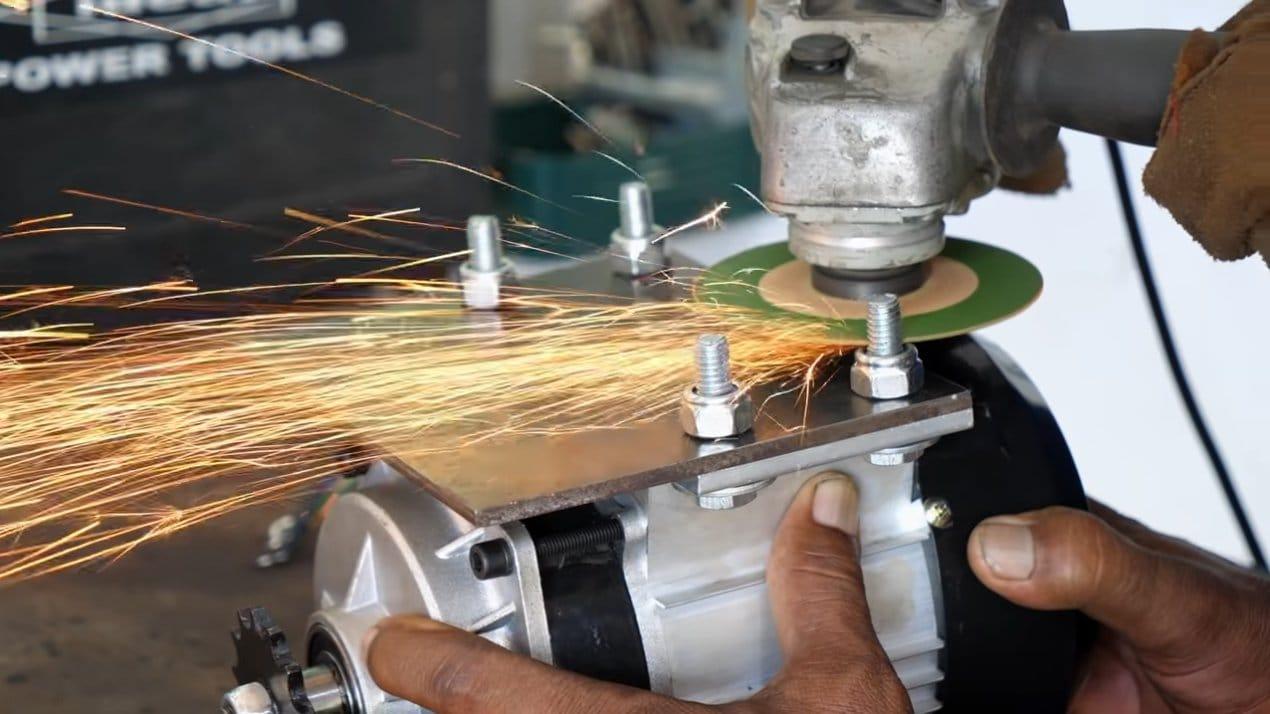 Простой электровелосипед от индийских мастеров