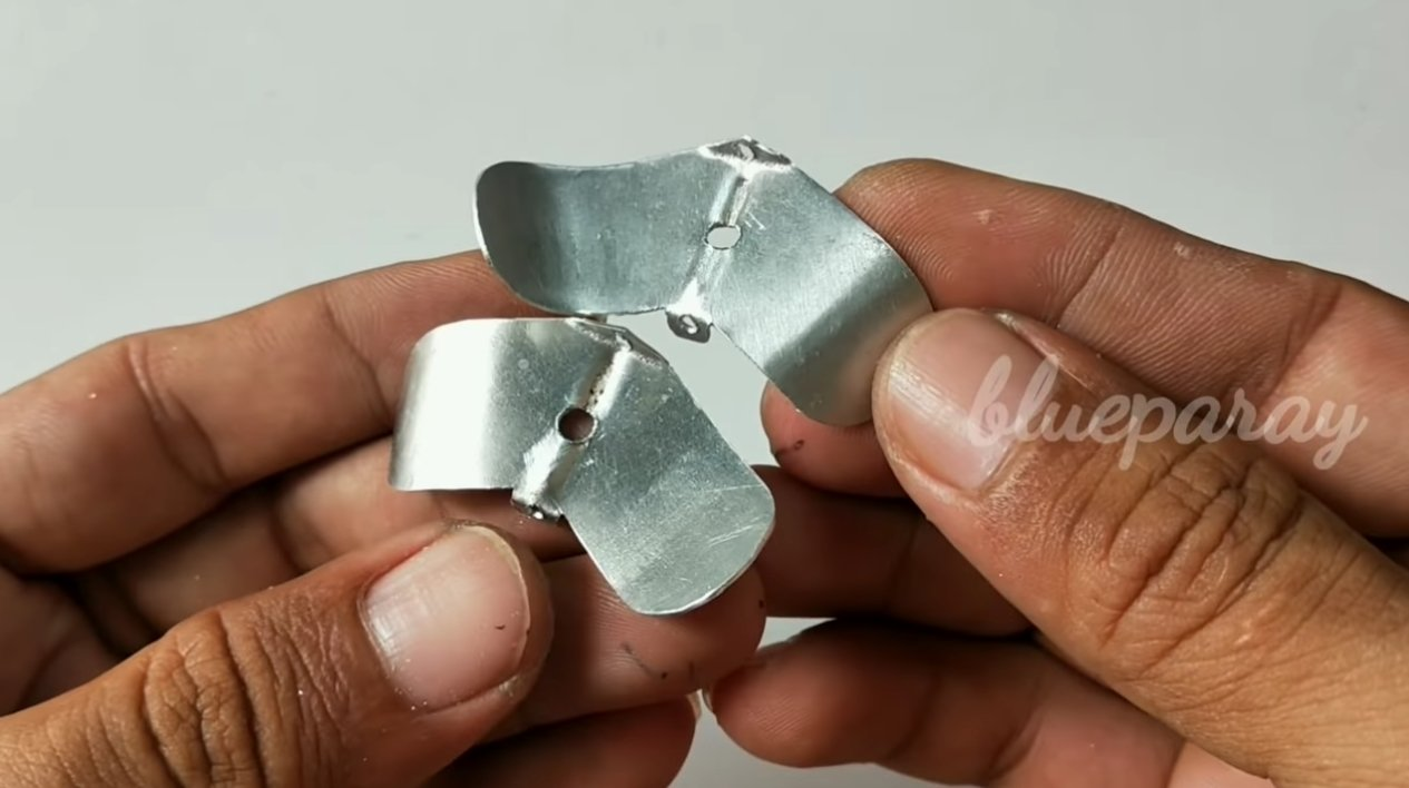 Простая поверхностная приманка с двумя пропеллерами (Buzzbait)