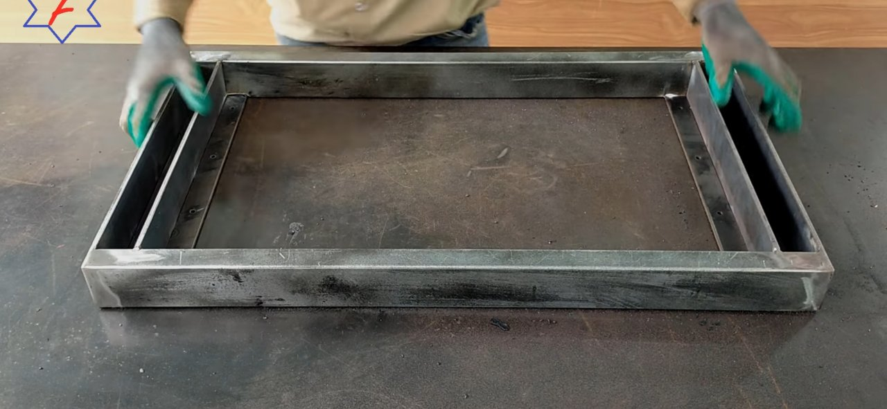 Складной столик с полкой для хранения своими руками из подручных средств