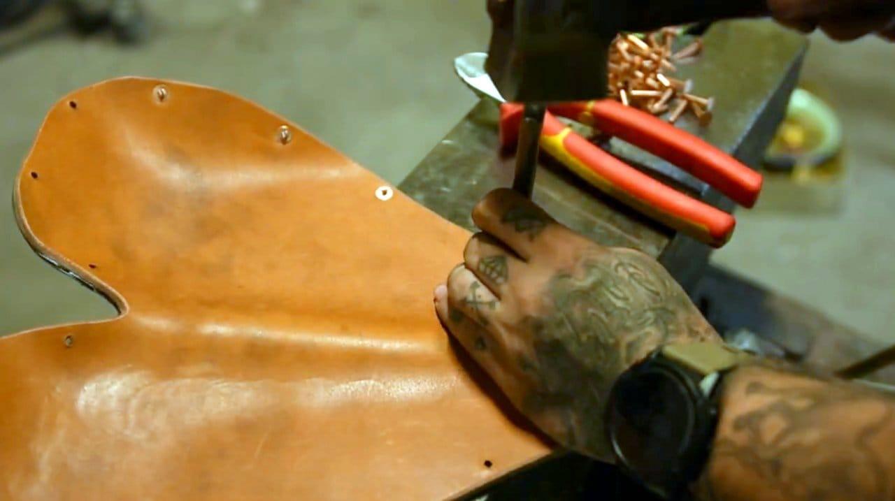 Стильное кожаное сиденье для боббера своими руками