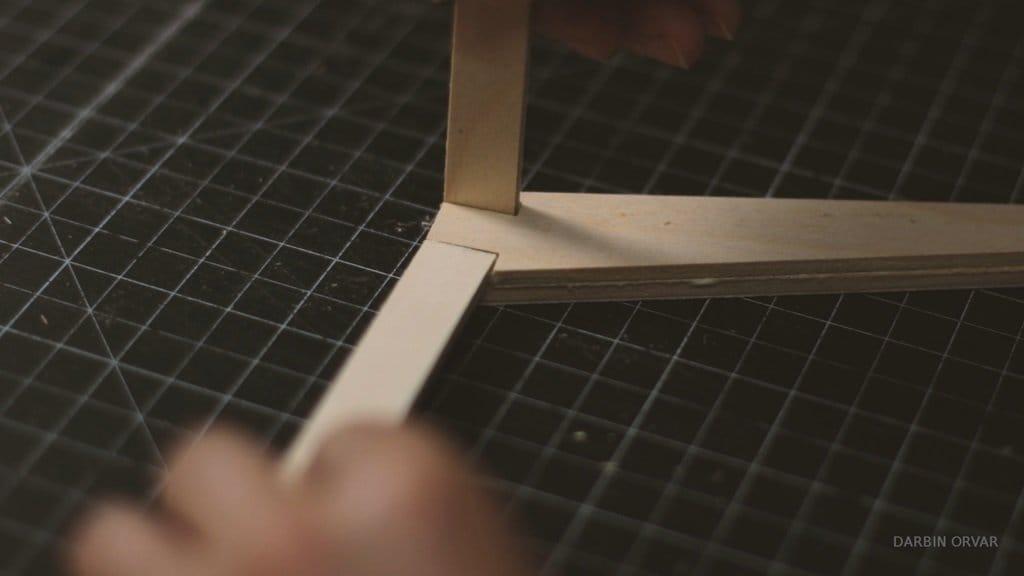Простой стол из листа фанеры