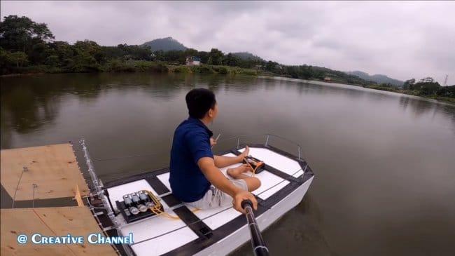 Простая лодка с непростым электромотором V6