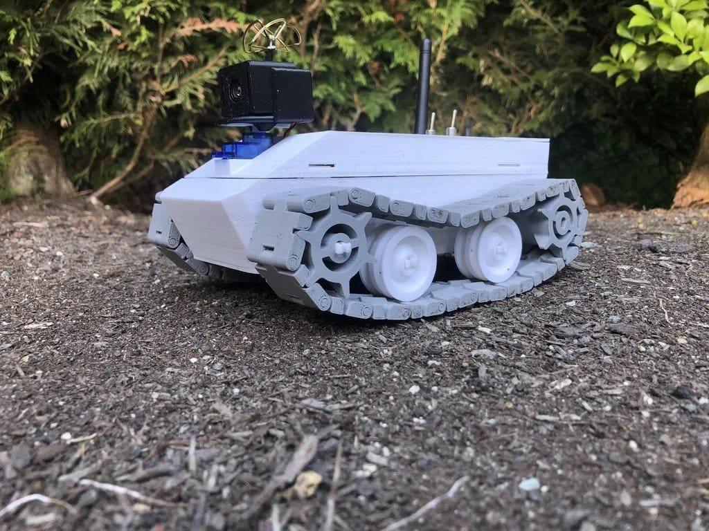 3D-печатный гусеничный вездеход с камерой от первого лица и радиоуправлением