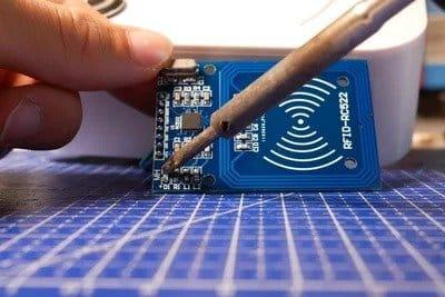 Juuke - музыкальный проигрыватель с выбором трека RFID-меткой