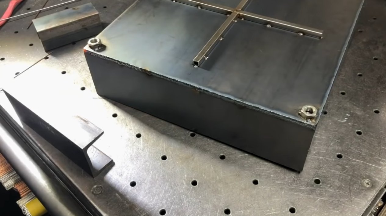 Небольшая многофункциональная печь-мангал для кэмпинга