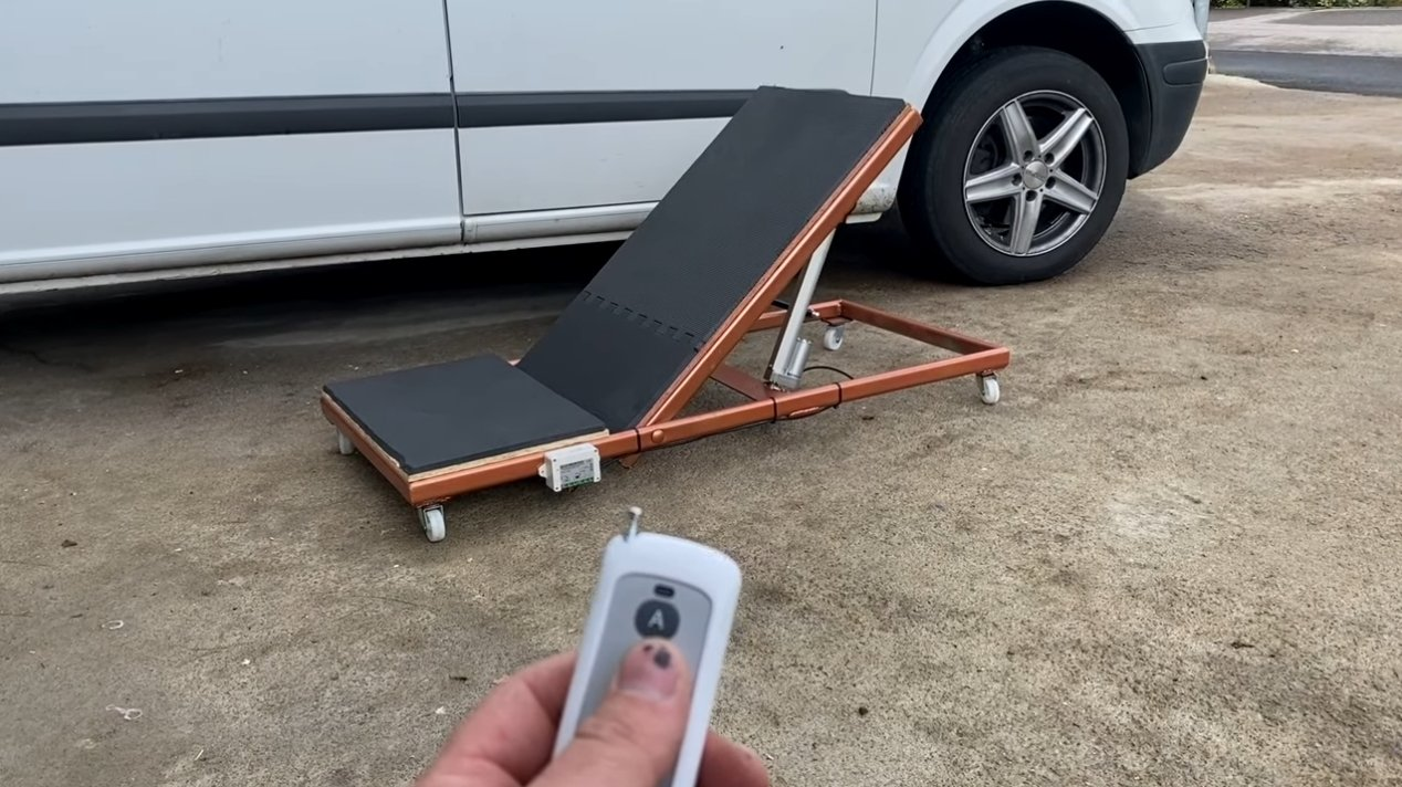 Подъемная платформа для ремонта автомобиля