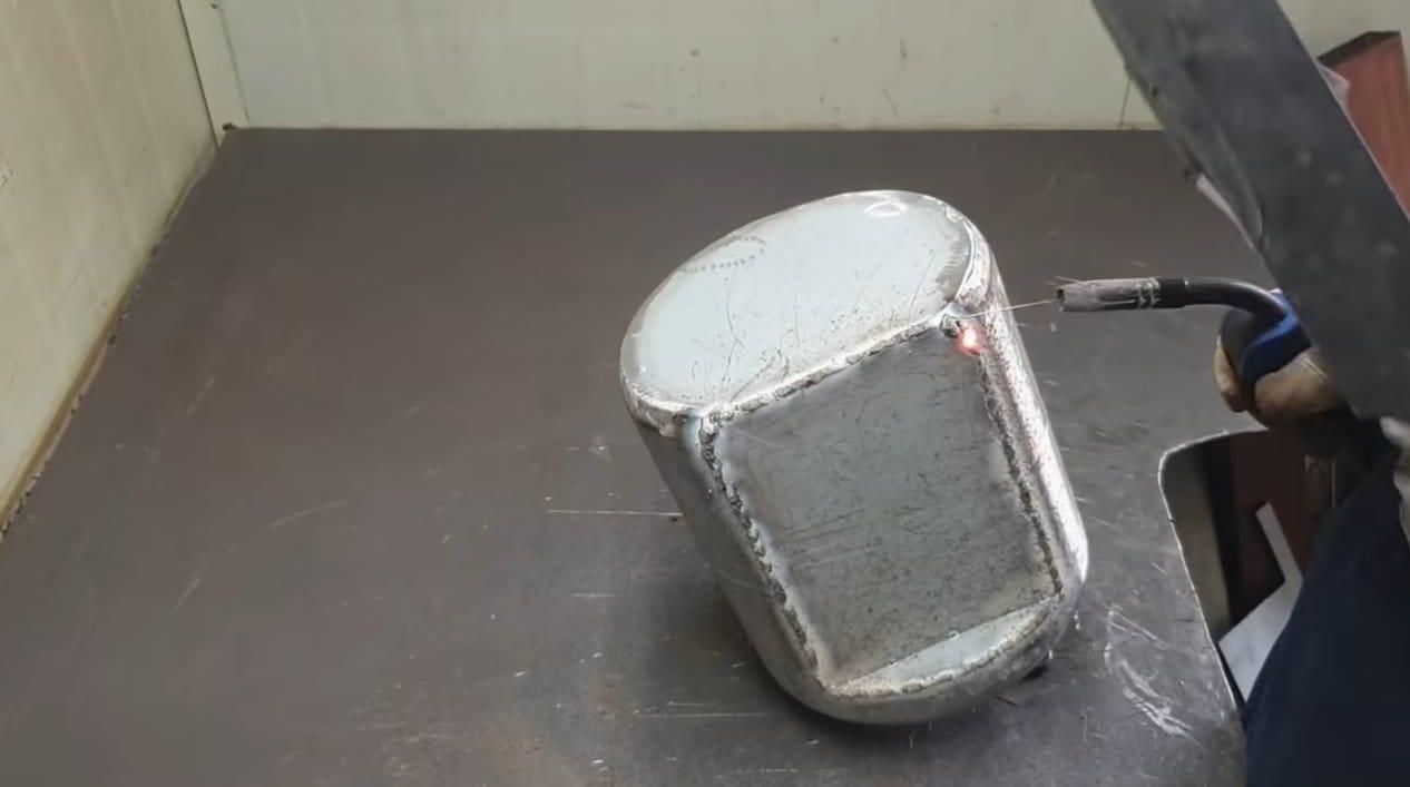 Компактная печь с варочной плоскостью - из газового баллона