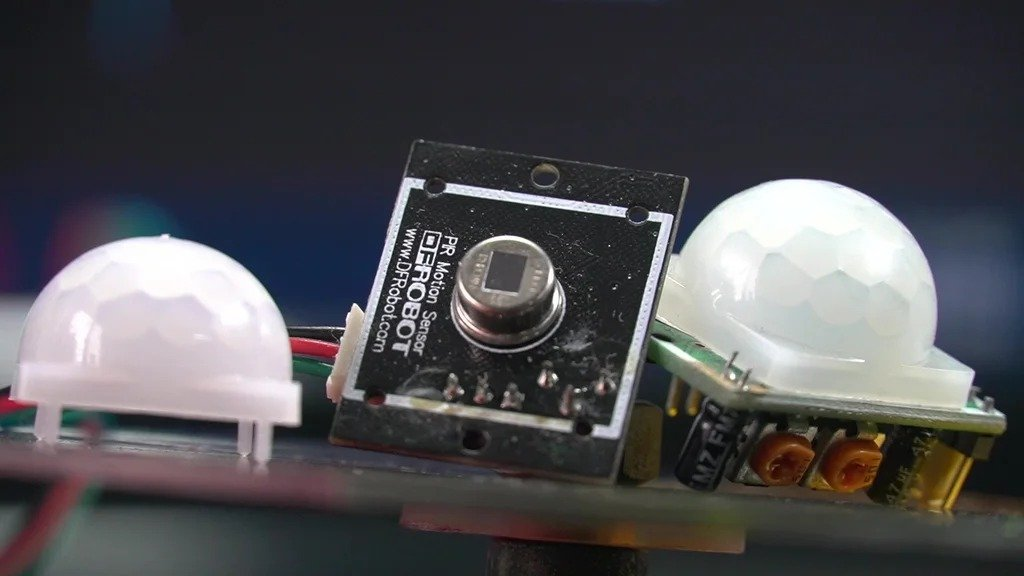 Система сигнализации с датчиком движения и передачей информации на смартфон