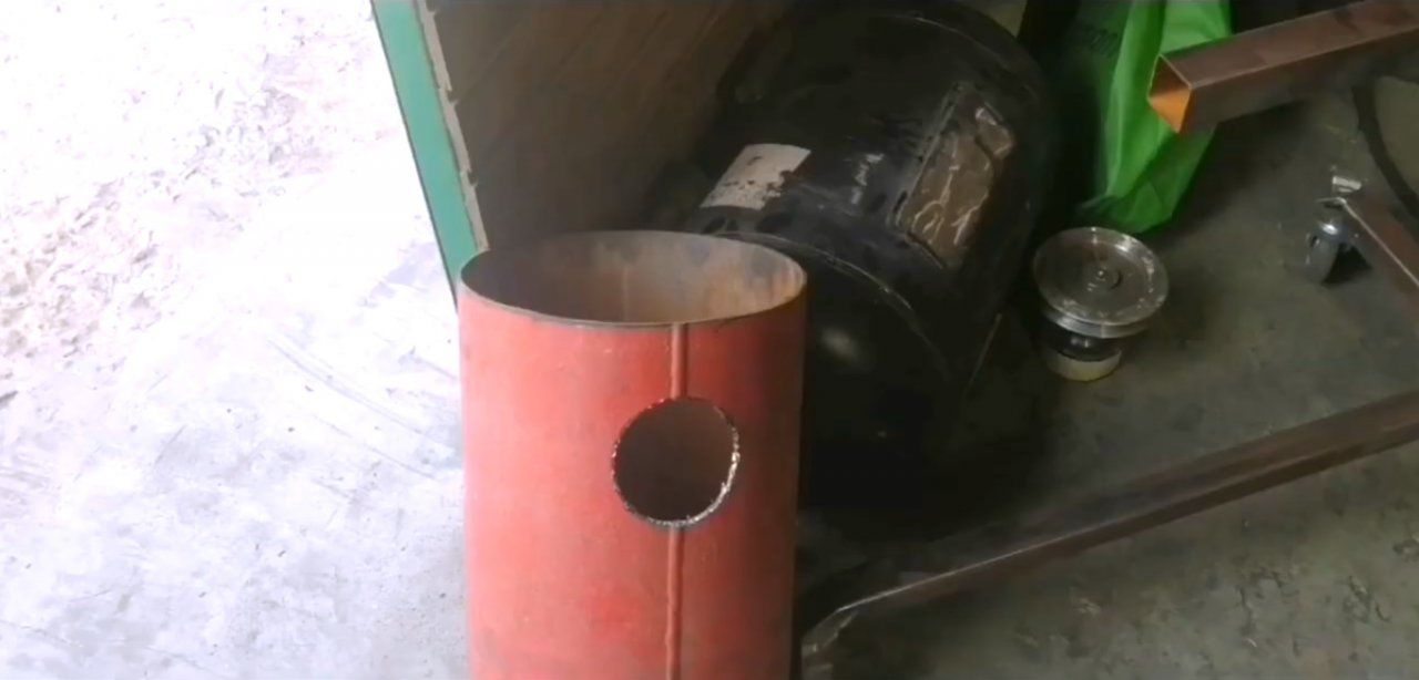 Как сделать мангальный комплекс (печь + коптильня + барбекю) из старых газовых баллонов