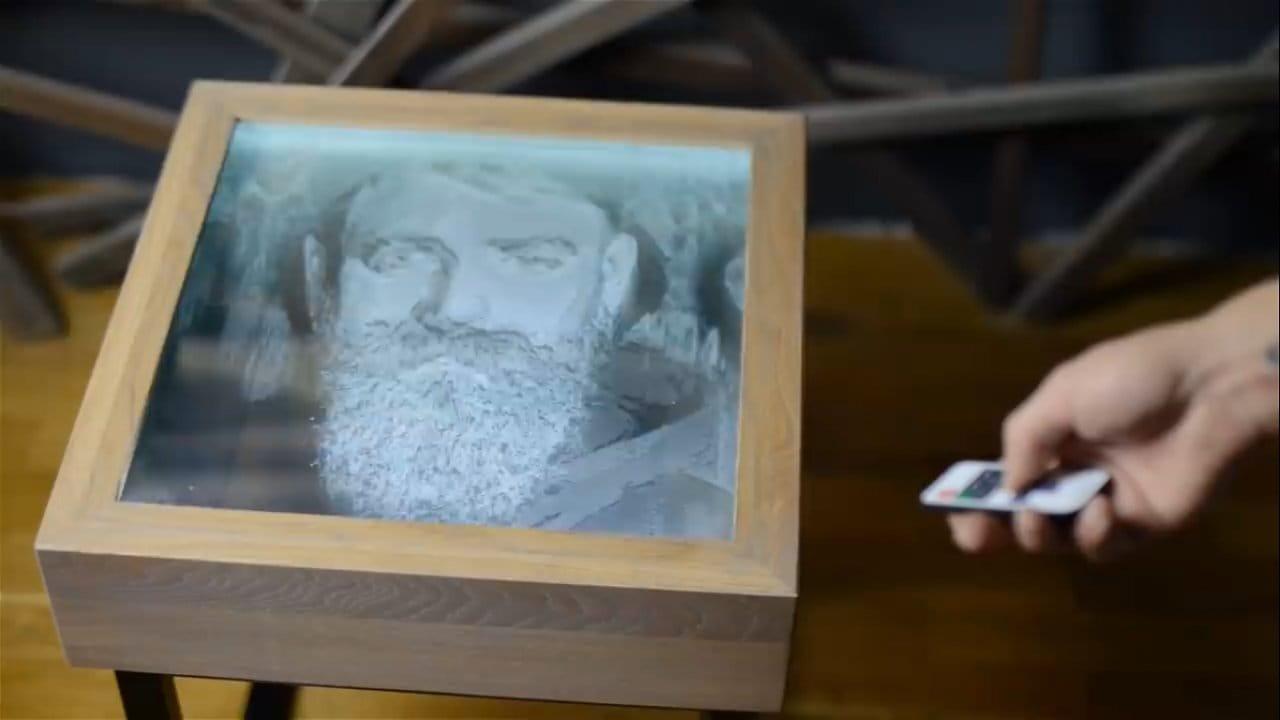 Необычный столик с объемным портретом
