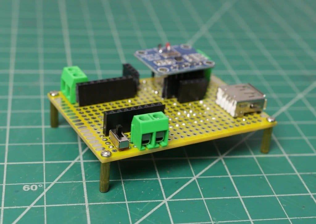 Устройство для измерения различных электрических параметров
