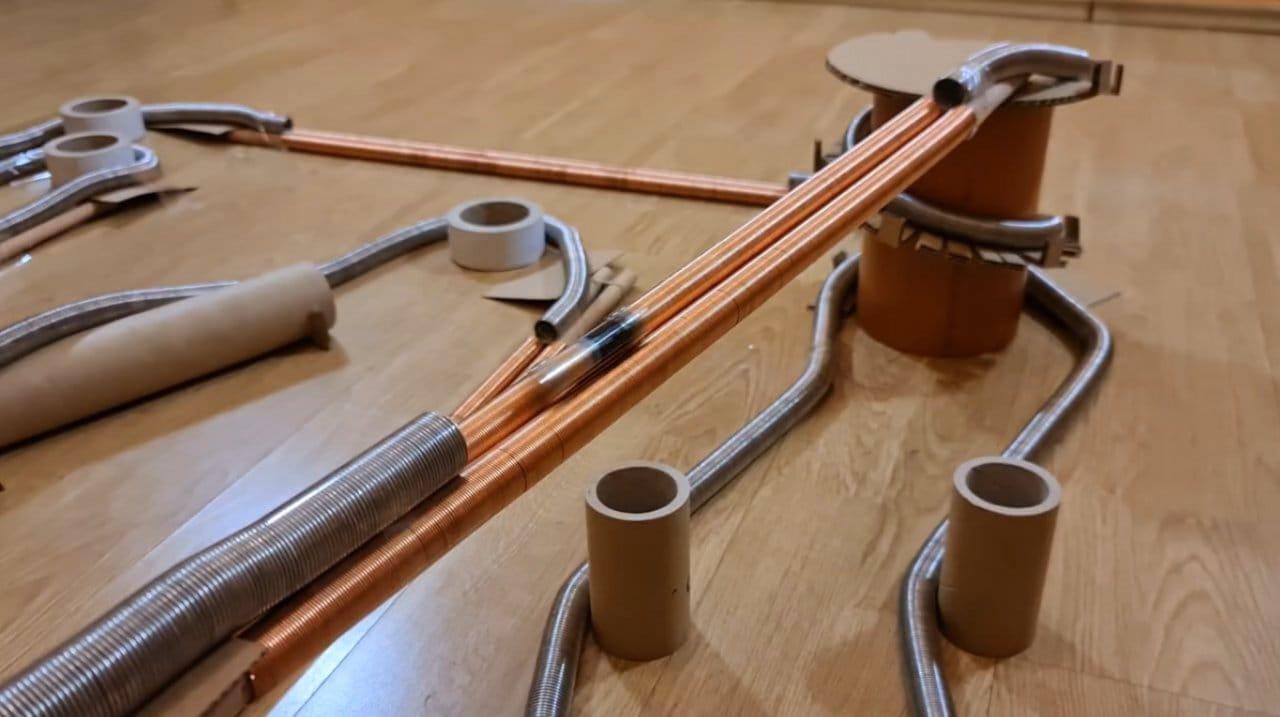 Как сделать «поезд» из батарейки и магнитов, рельсы и туннели для него