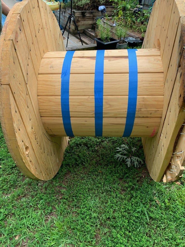 Пуф из кабельной катушки для зоны отдыха