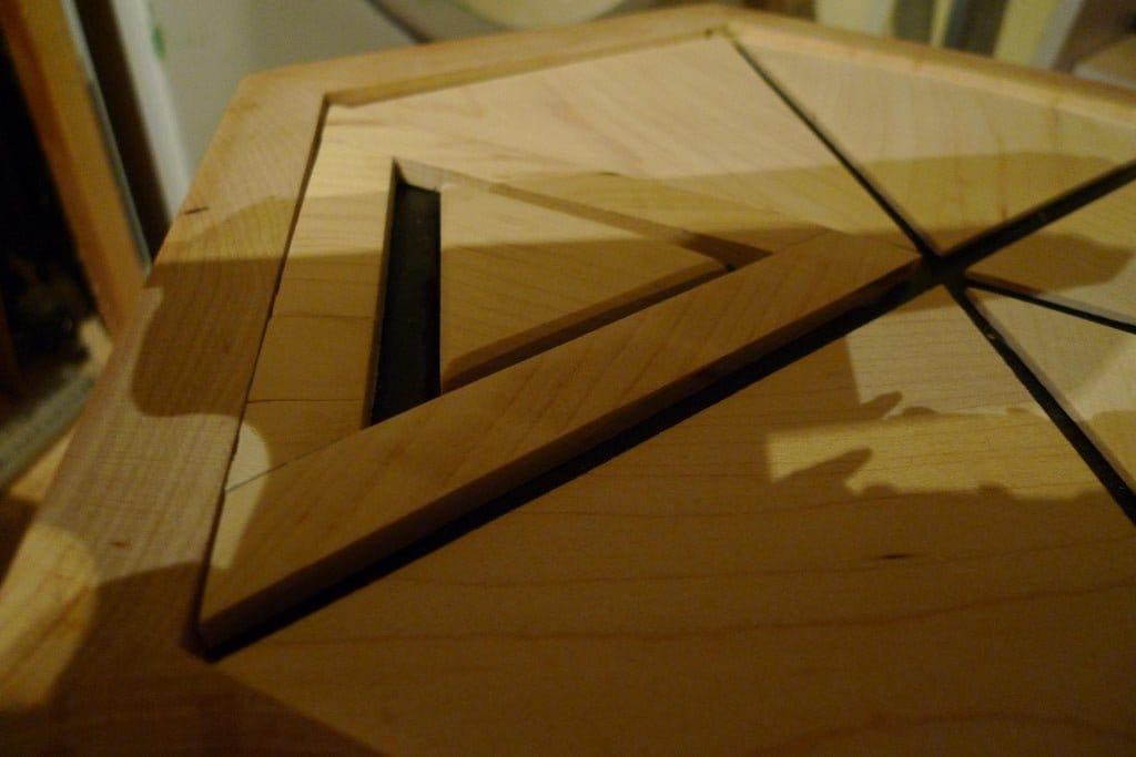 Компактный журнальный столик в виде шестигранника