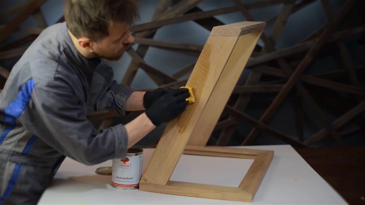 Необычный стол из эпоксидки, дерева и стекла