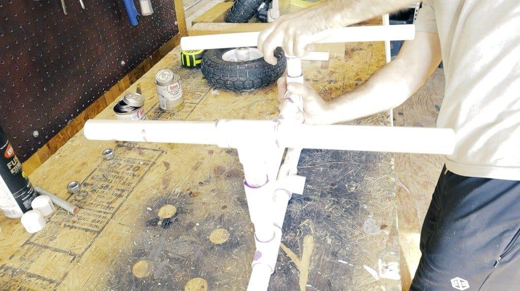 Тележка из ПВХ-труб для перевозки байдарки