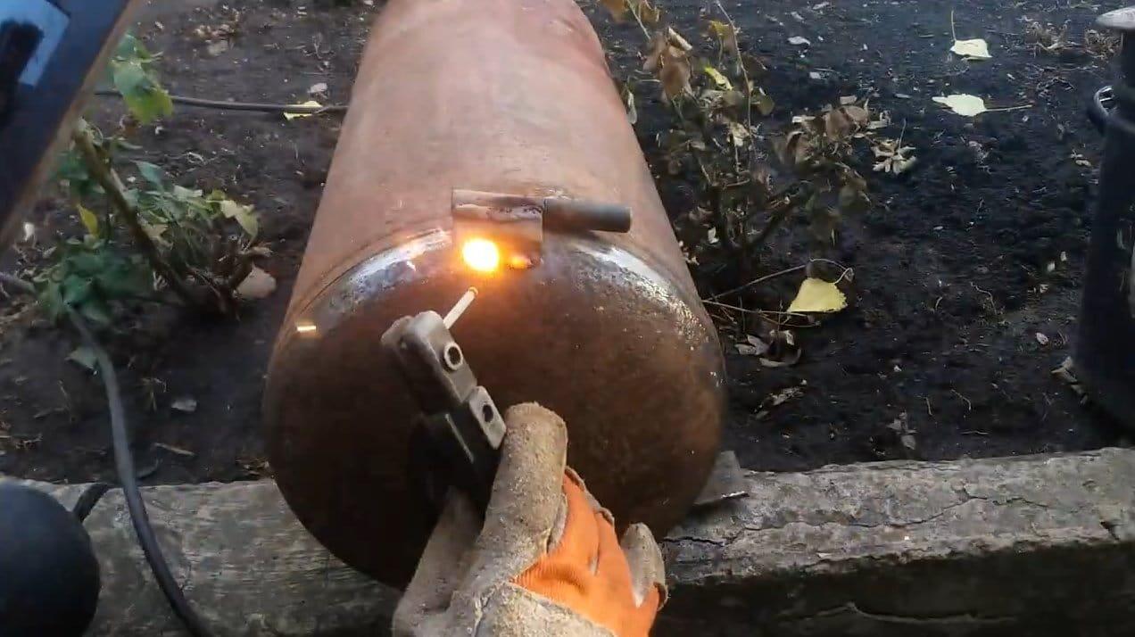 Эффективная отопительная буржуйка из газового баллона