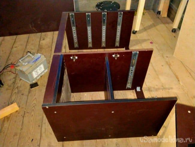 Ламинированный стол со встроенным комодом