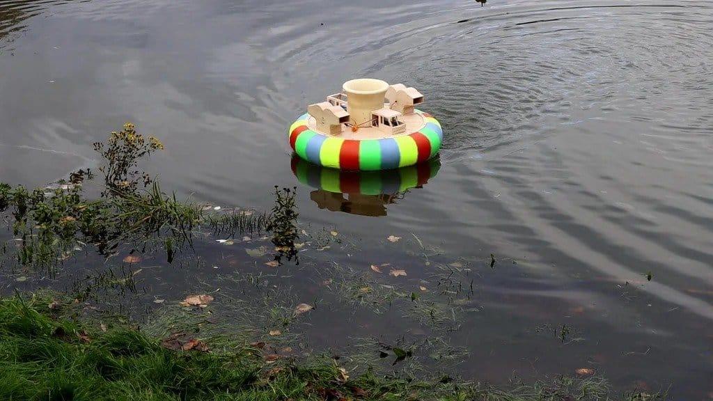 Радиоуправляемое судно на воздушной подушке
