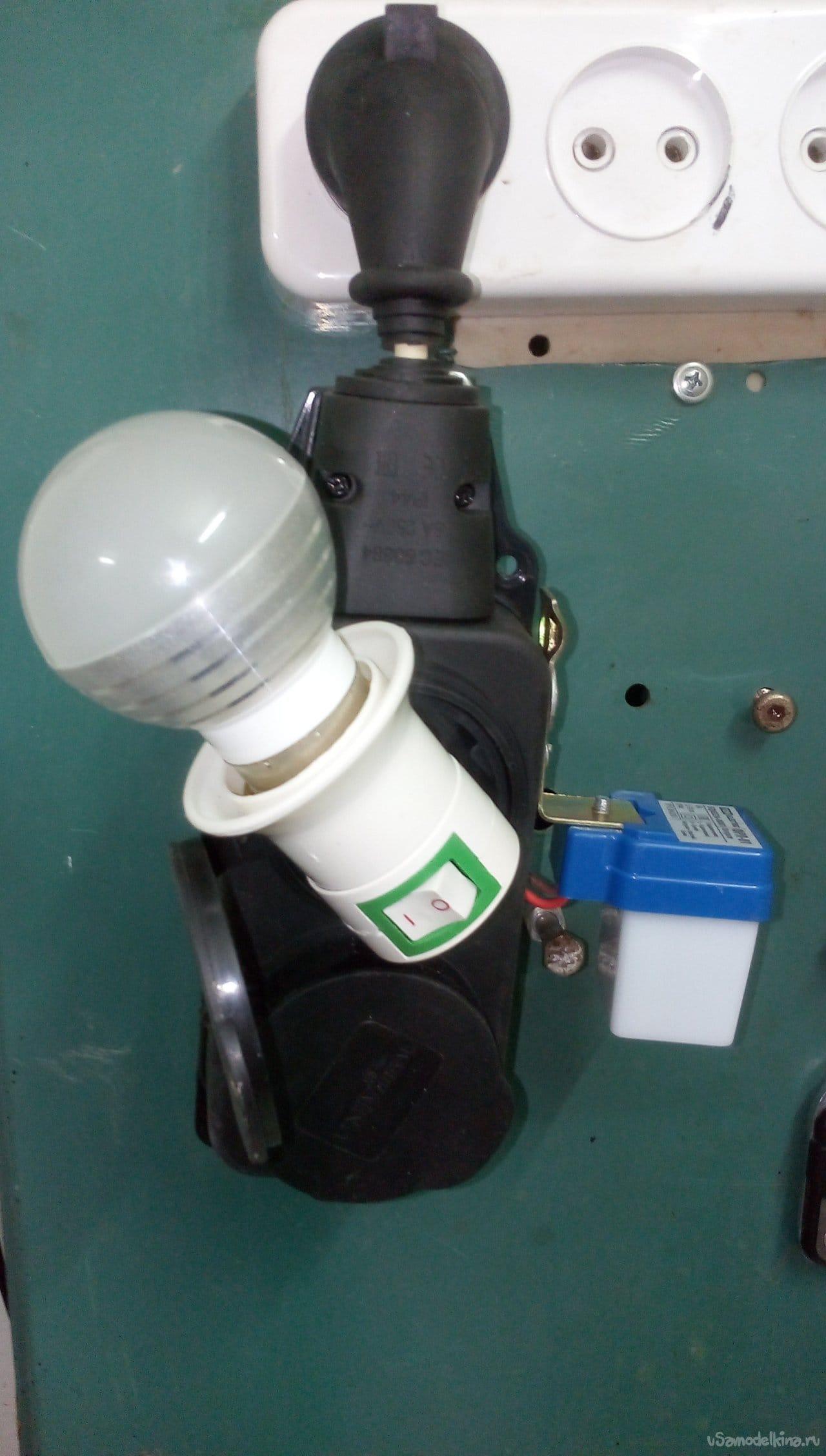 Пусковое устройство оборудования для его работы в темное время суток