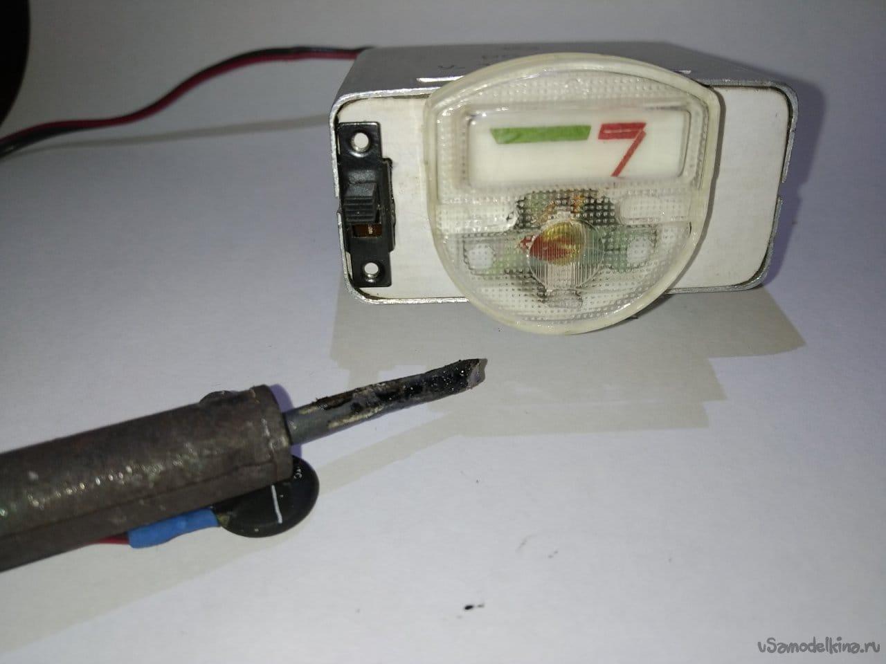 Индикатор изменения температуры с терморезистором и корпусом из реле