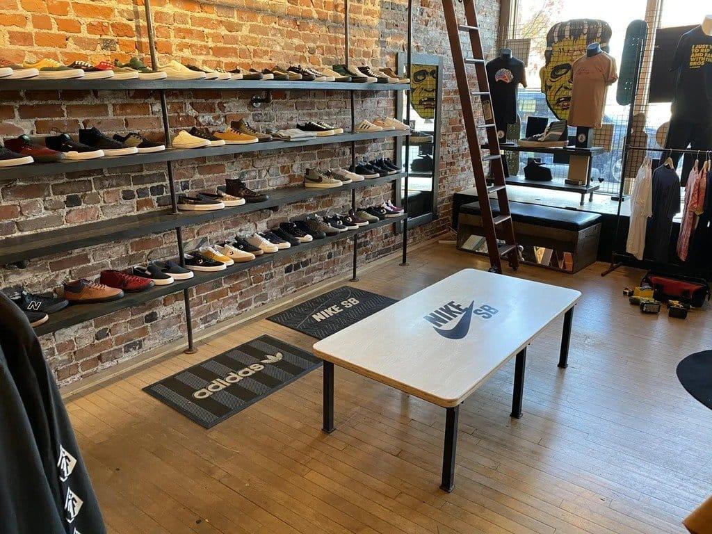 Скамья для обувного магазина + хитрость при заливке древесины окрашенной эпоксидной смолой