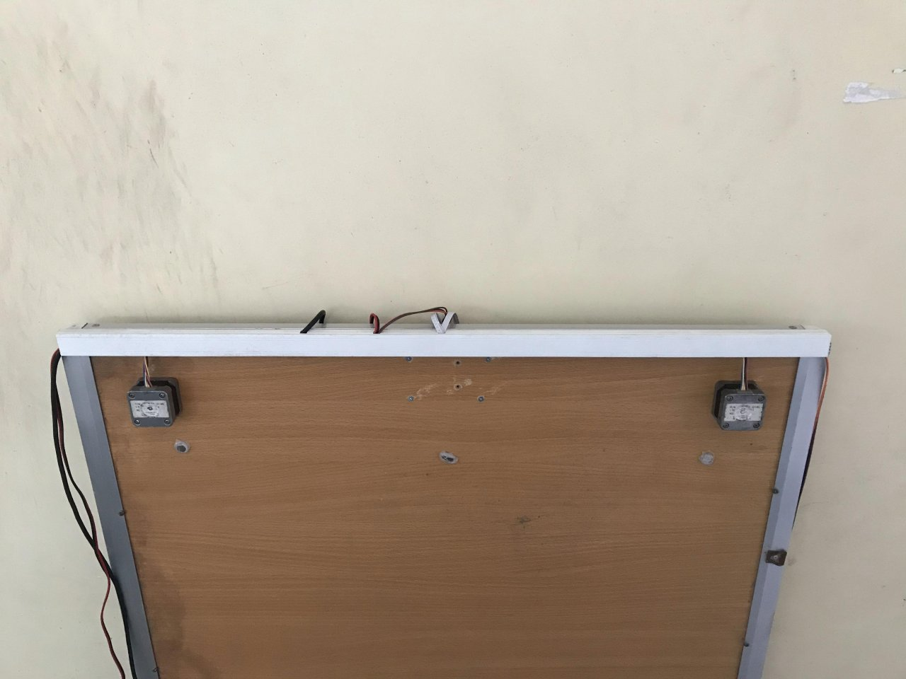 Вертикальный плоттер для рисования на бумаге большого формата