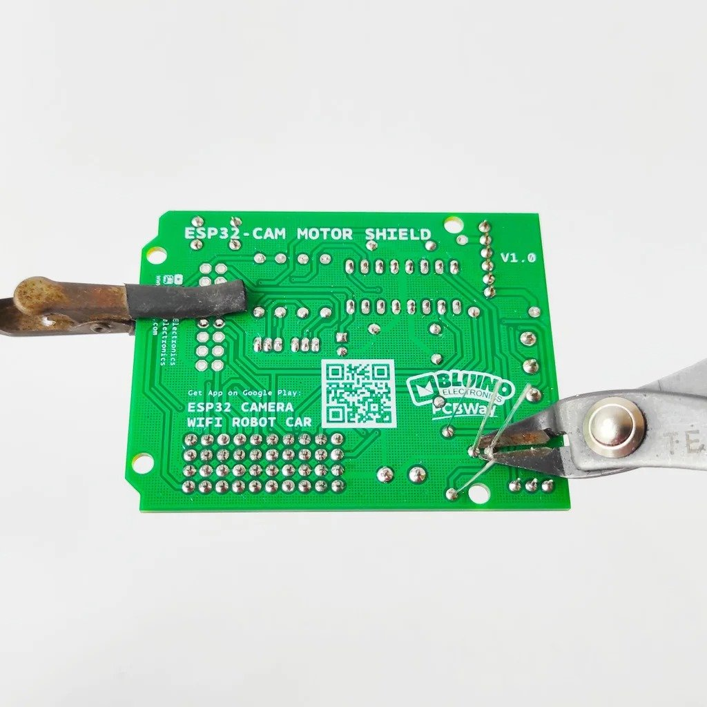 Игрушечная  машинка с камерой  и управлением через смартфон