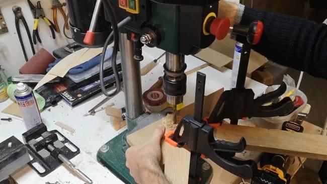 Раскладной столик из древесины