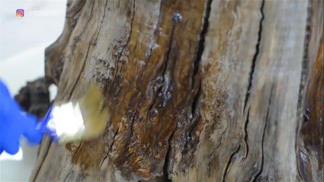 Стол из корня дерева и эпоксидки