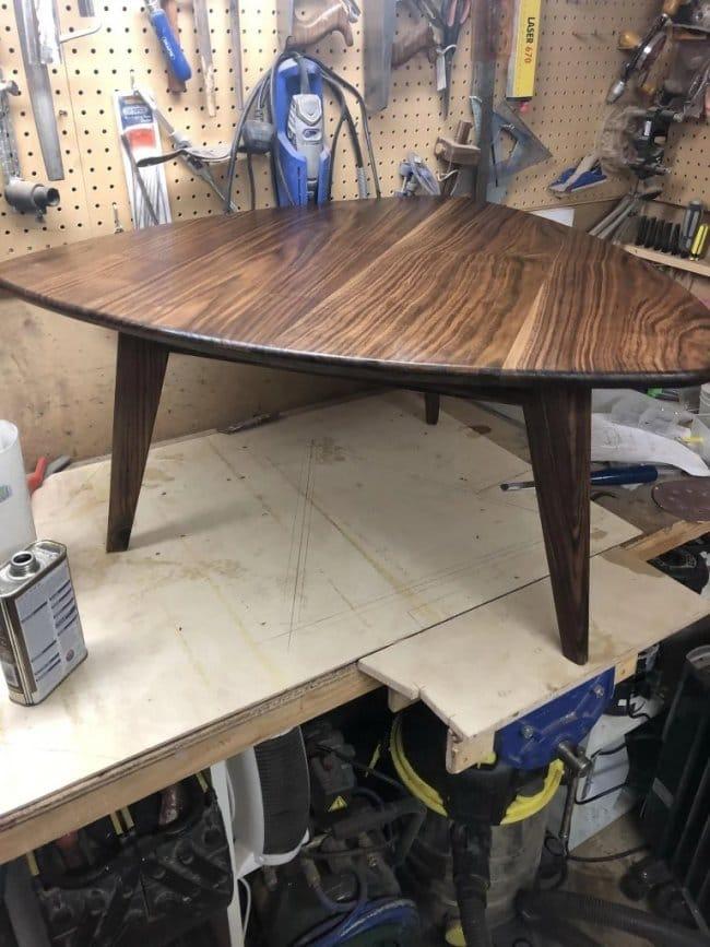 Журнальный столик из орехового дерева