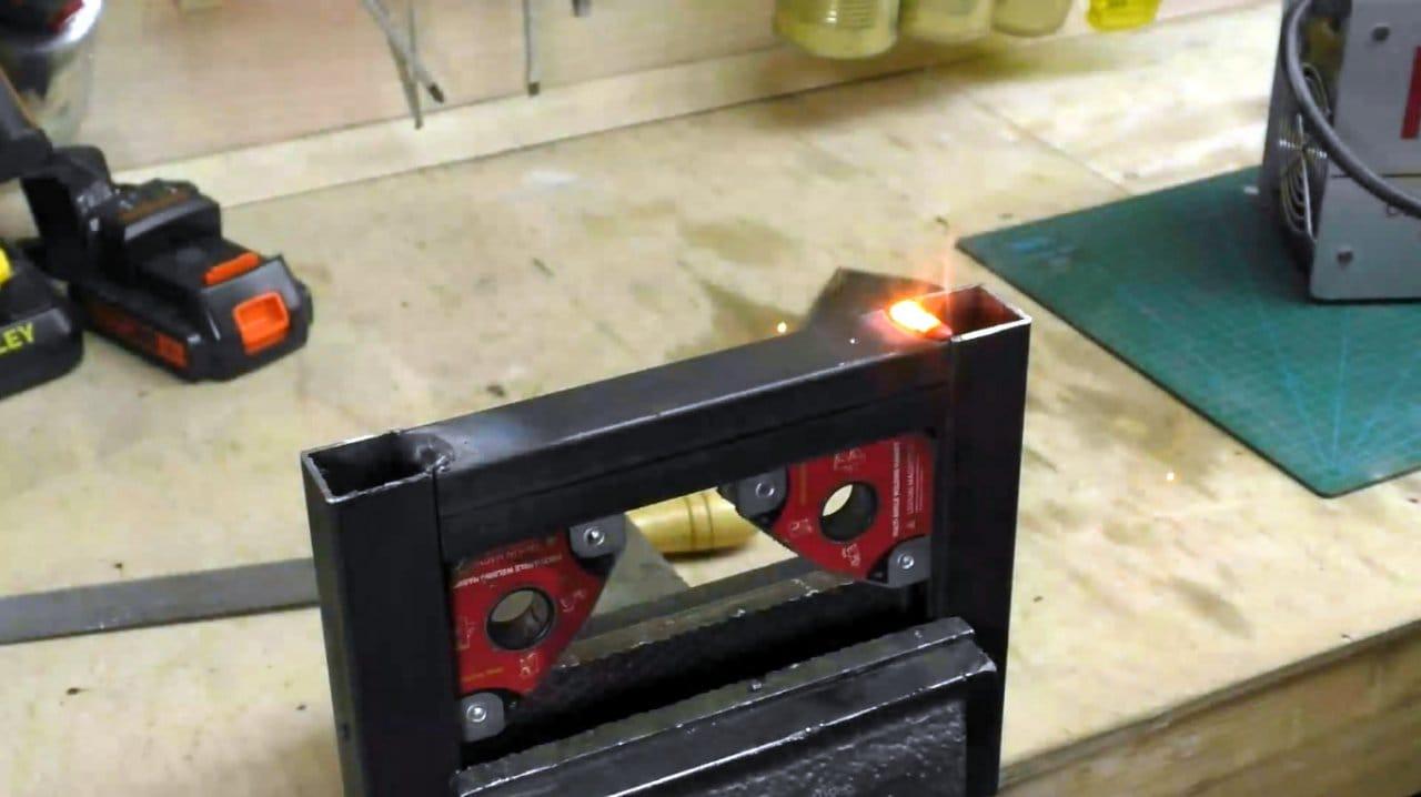Как сделать приспособление для колки кирпича