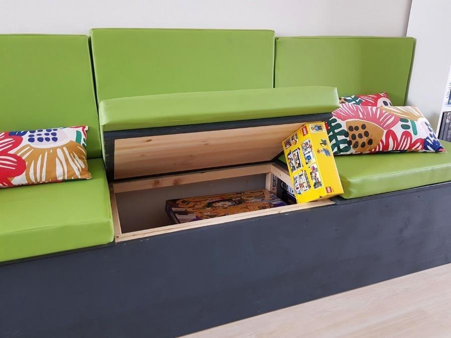 Каркасный диван из бруса и мебельных щитов с отсеками для хранения вещей