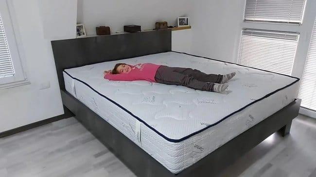 Двуспальная кровать из профильной трубы и ДСП